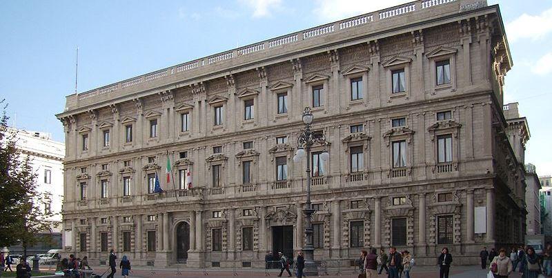 Piccione entra a Palazzo Marino e rovina un dipinto del '600, danno da 4000€