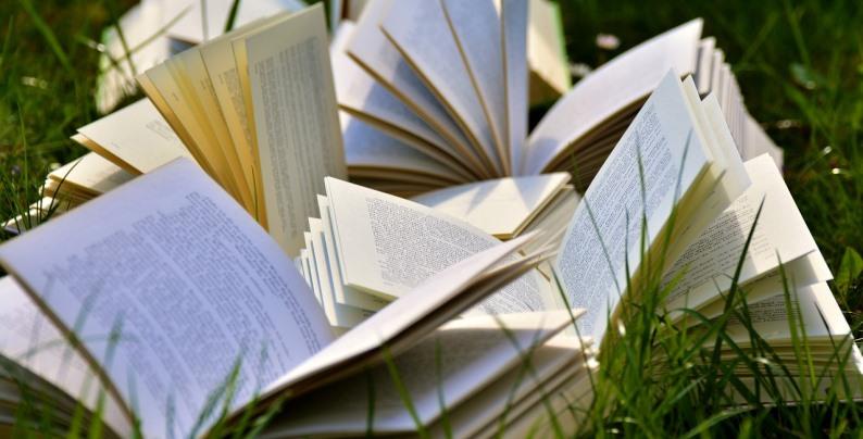 classifica libri più venduti. Al primo posto Antonio Manzini