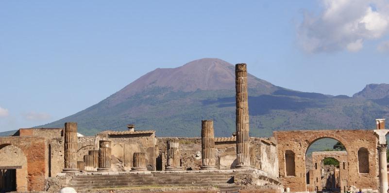 Pompei, scoperto un affresco erotico che raffigura Leda e Zeus