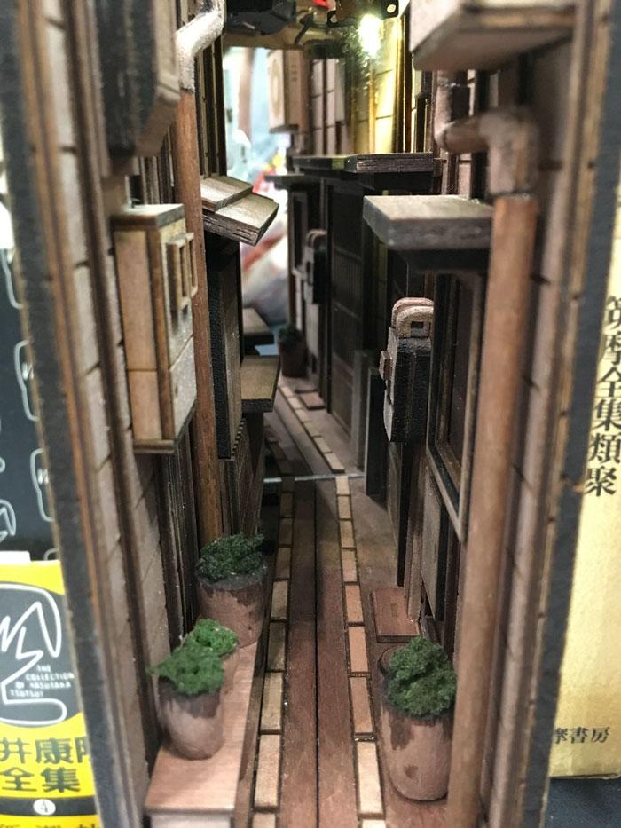 wooden-bookshelf-insert-monde-japan-7-5bf662122c693__700