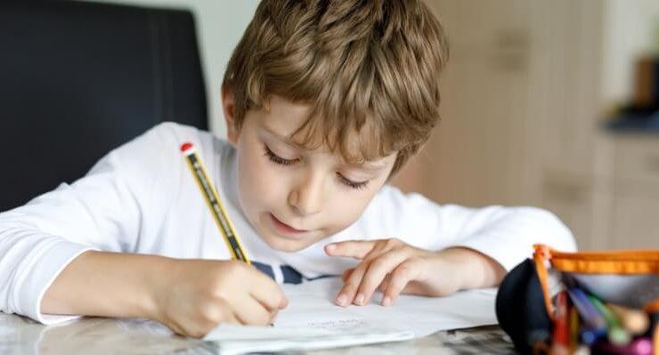 Compiti delle vacanze di Natale, insegnanti e genitori divisi