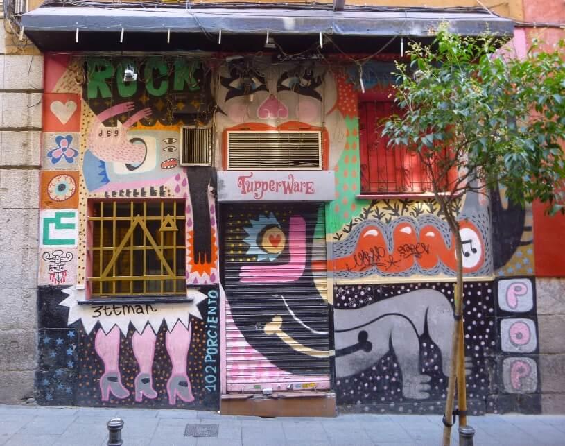 Murales sulle serrande di Madrid. È l'iniziativa di Pintamalasaña