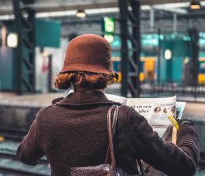 La bellezza di leggere in treno, 5 vantaggi di essere pendolari