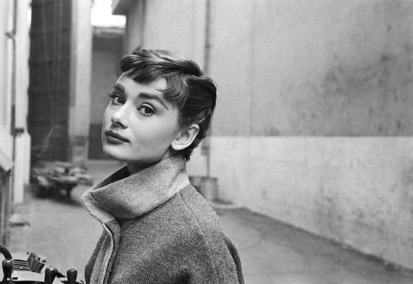 Audrey Hepburn sul set di Sabrina 1953 © Mark Shawmptvimages.com
