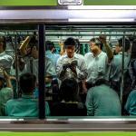 Leggere in treno, i 5 vantaggi di essere pendolari
