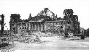 Bundesarchiv Bild 183 V00397 Berlin zerstörter Reichstag