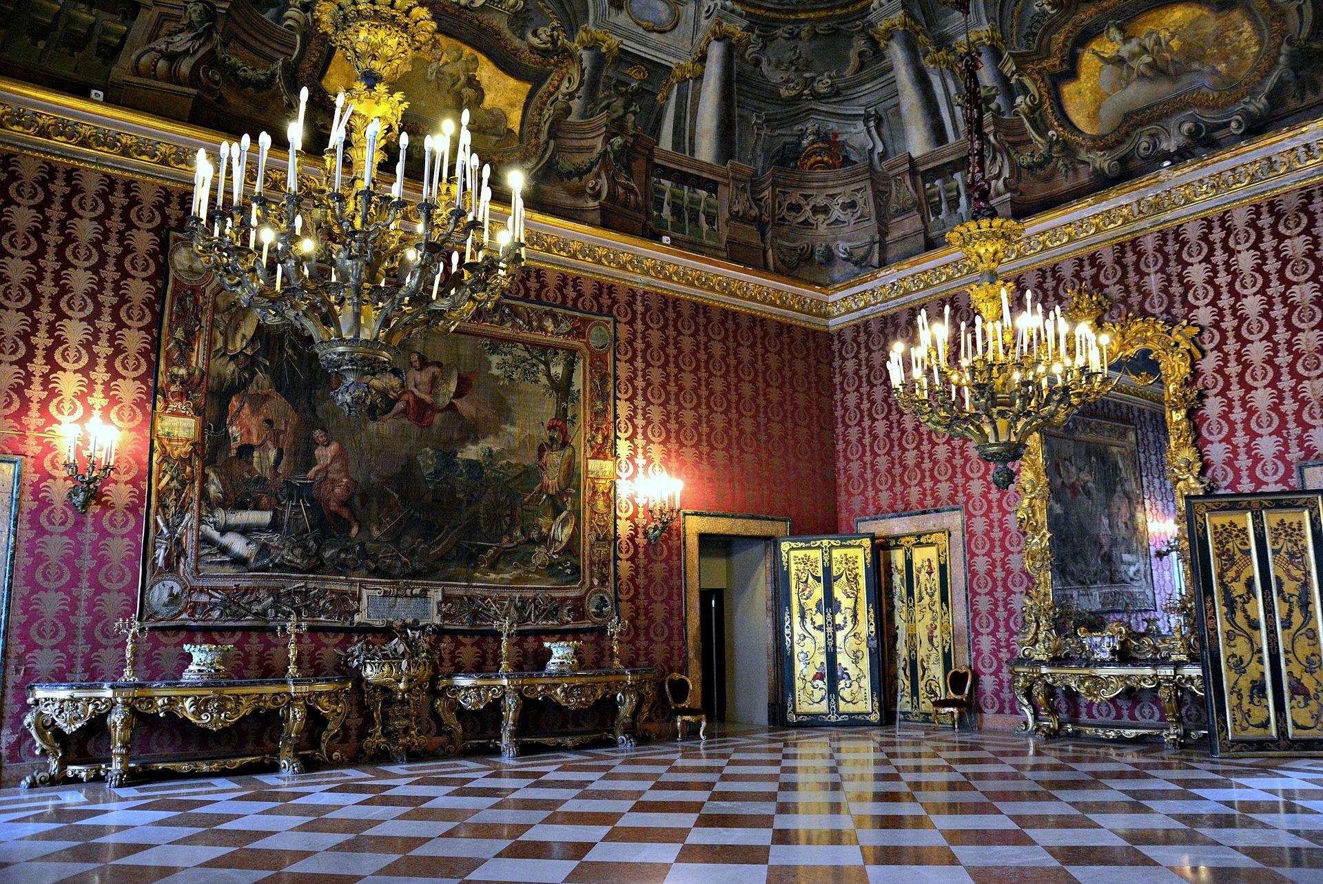 Sala II Palazzo Reale di Napoli 001