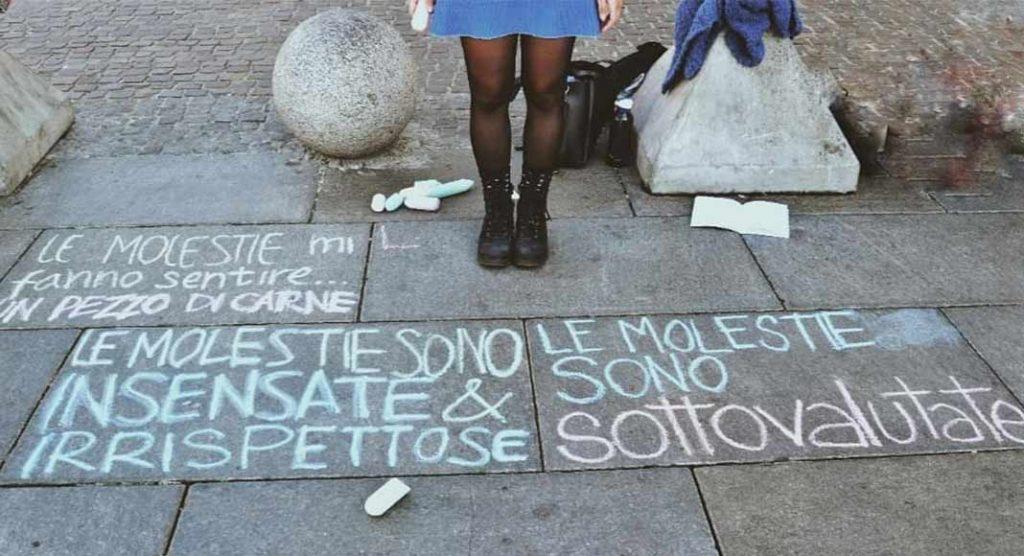 Torino, le molestie verbali finiscono sull'asfalto