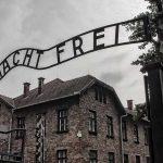 La lettera del Museo di Auschwitz al Salone di Torino, O noi o Casapound
