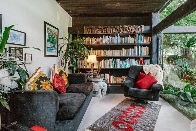 victoria airbnb