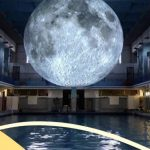 Museum of the Moon, nuotare sotto la luna in una piscina