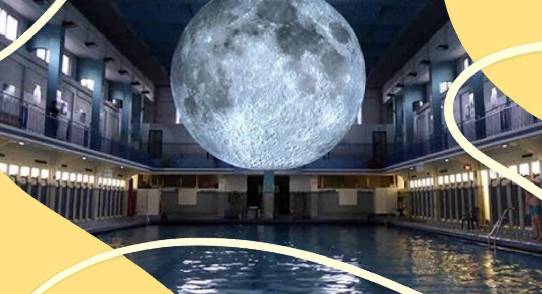 Museum of the Moon, nuotare sotto la luna in una piscina