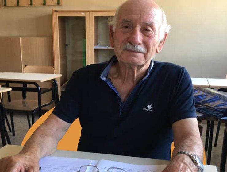 Fa l'esame di terza media a 83 anni per leggere le favole ai nipoti