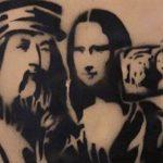 Leonardo si fa un selfie con la Gioconda, street art a Firenze