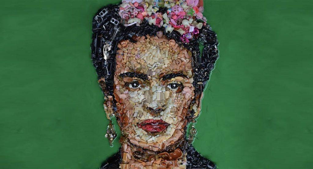 Lady Be, l'artista Pop art che realizza quadri con oggetti riciclati