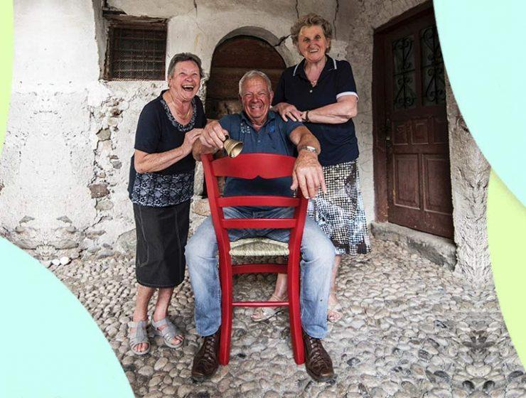 Basta una sedia rossa per scoprire uno dei borghi più belli d'Italia