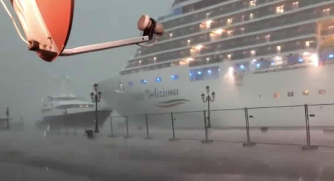 A Venezia una nave da crociera sbanda e si rischia un incidente. Questa storia deve finire