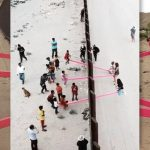 Altalene sul muro tra Messico e Usa, l'installazione per denunciare le barriere