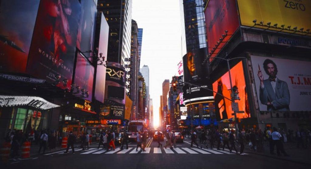 Blackout di New York, a Broadway gli attori ballano sui marciapiedi