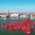 Red Regatta, le 52 navi dalle vele rosso fuoco hanno invaso Venezia