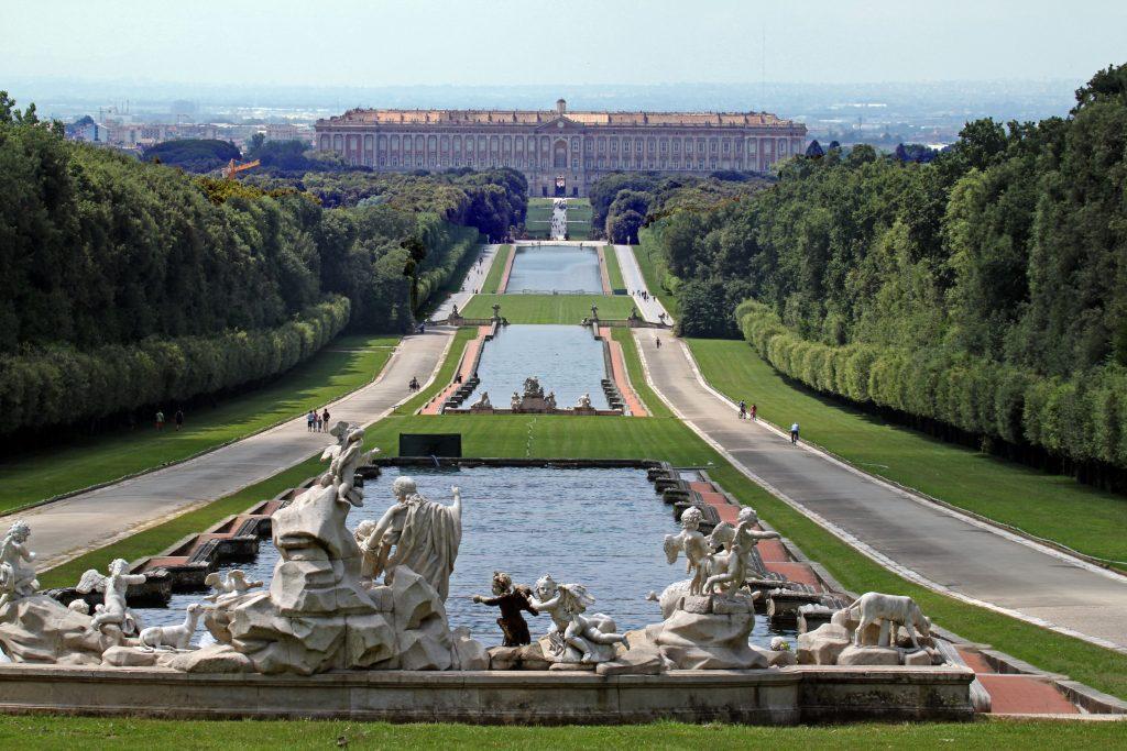 Reggia di Caserta prospettiva dalla fontana di Venere e Adone panoramio