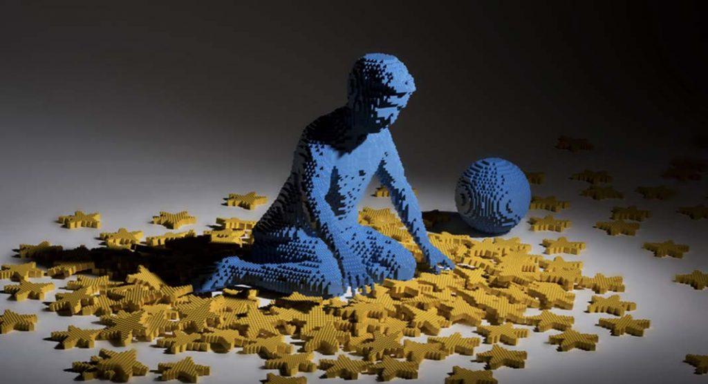 L'artista che crea statue con i mattoncini LEGO