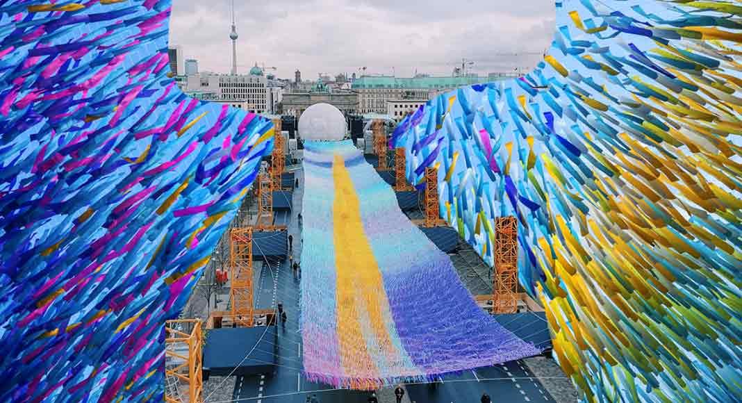 L'arcobaleno di pace nel cielo di Berlino