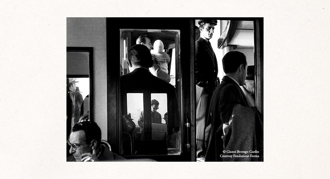 """""""Come in uno specchio"""", la mostra di fotografia per celebrare i 90 anni di Berengo Gardin"""