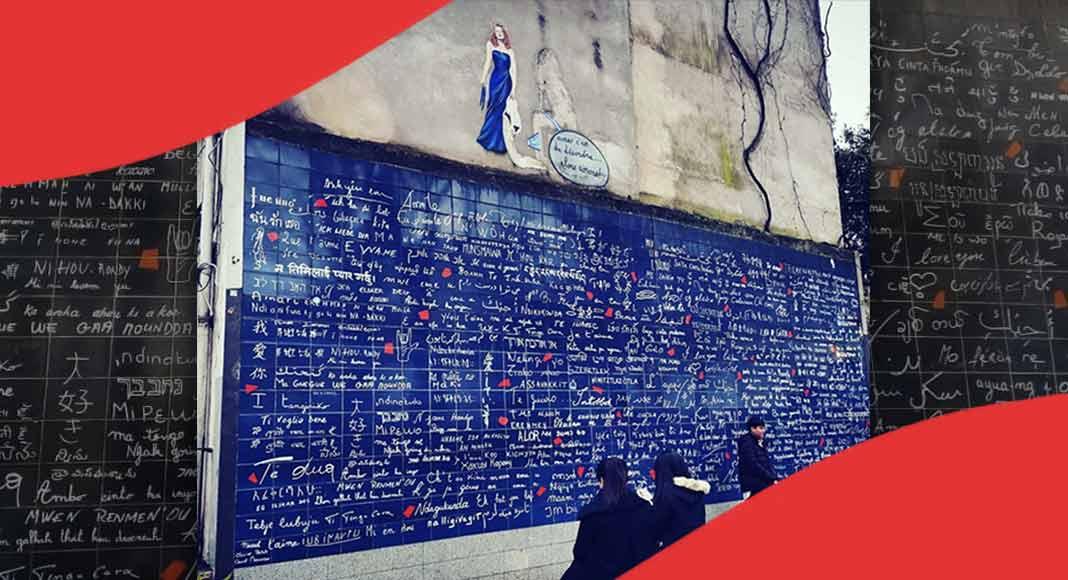 """A Parigi, il muro dei """"Ti amo"""" in tutte le lingue del mondo"""