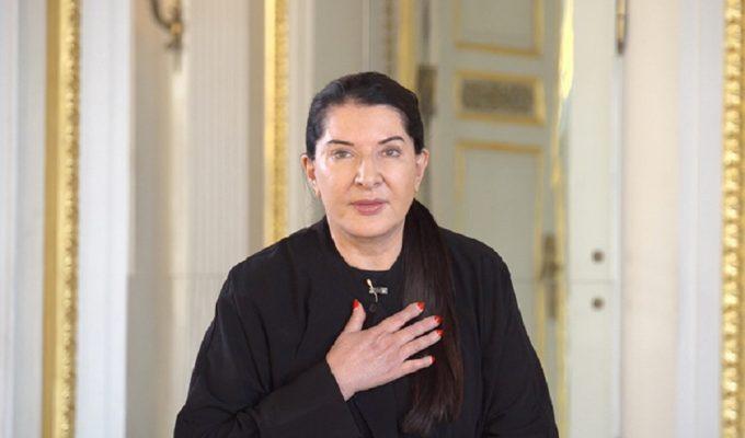 """Marina Abramović, """"Italia, ti amo. Il mio cuore è con voi"""""""