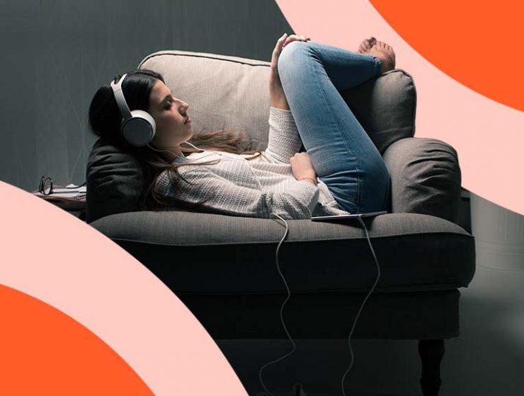 10 audiolibri da ascoltare per viaggiare restando comodamente sul divano