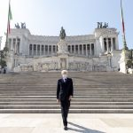"""25 aprile, Mattarella solo all'altare della Patria: """"Ricordiamo la Resistenza"""""""