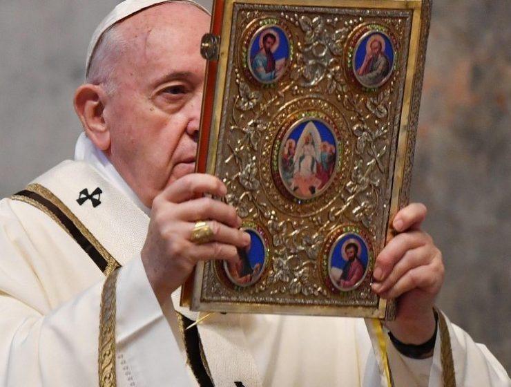 """""""Non è questo il tempo della dimenticanza"""", il messaggio 'Urbi et Orbi' di papa Francesco"""
