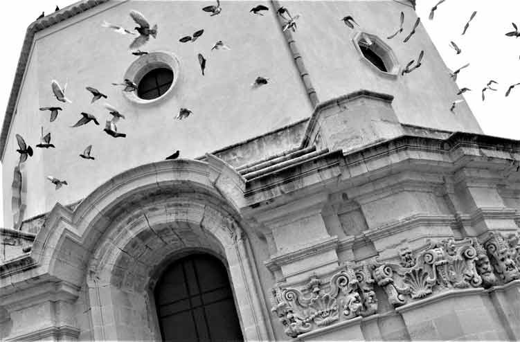 Santa Lucia al Sepolcro fuori le mura, particolare con volo di piccioni