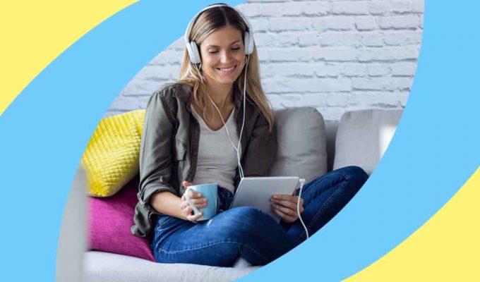 10 audiolibri da ascoltare per tirarsi su di morale e farsi due risate
