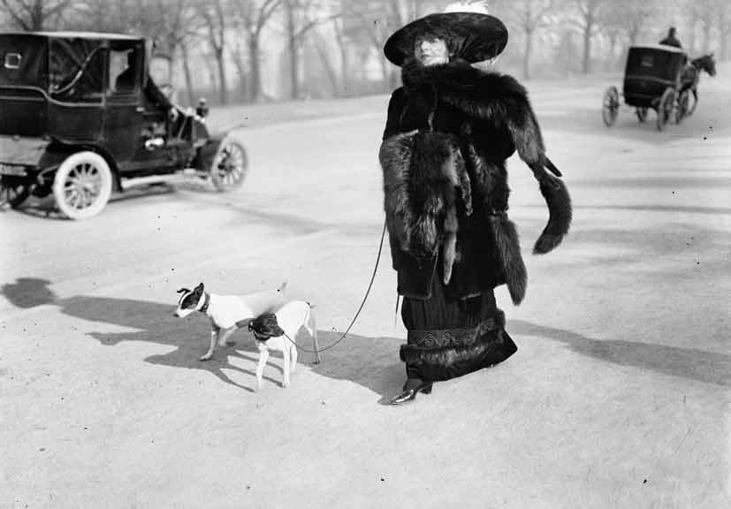 """2. Anna la Pradvina detta anche """"la signora con le volpi"""" Avenue du Bois Paris 1911"""