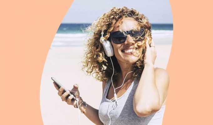 Gli audiolibri estivi da ascoltare in vacanza sotto l'ombrellone