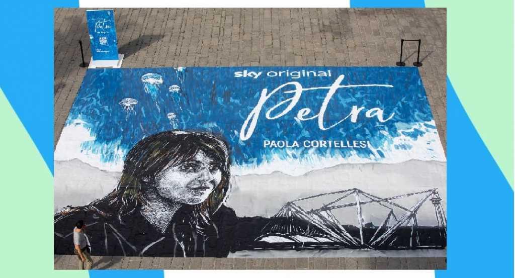 """La """"Petra"""" di Paola Cortellesi diventa un'opera di street art"""