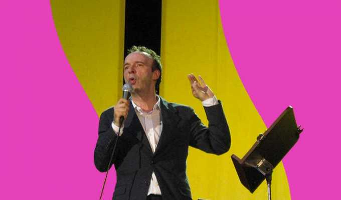"""""""Innamoratevi"""", il monologo di Roberto Benigni sull'amore e sulla poesia"""