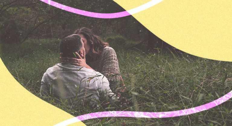 """""""Bacio che sopporti il peso"""" di Alda Merini, la poesia sulla bellezza del bacio"""