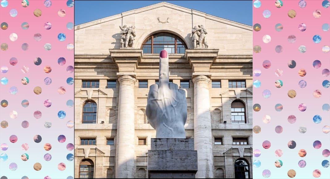 Un-unghia-rosa-per-il-dito-di-Cattelan-a-Milano