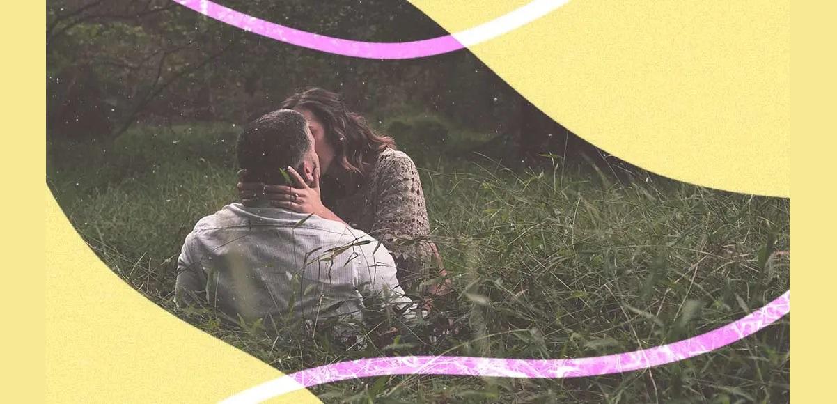 """""""Bacio che sopporti il peso"""", la poesia d'amore della Merini"""
