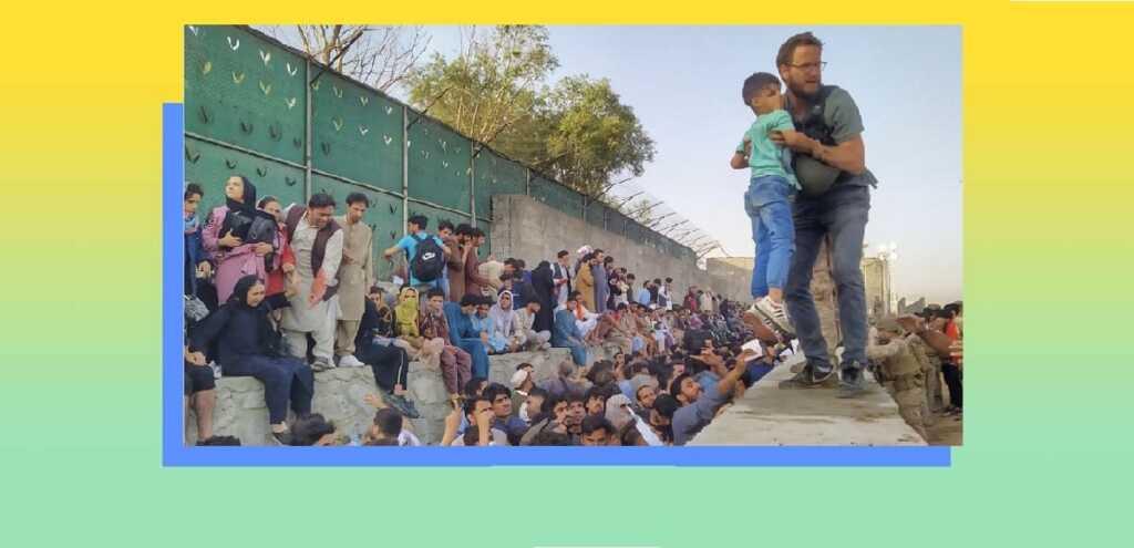 La foto simbolo del console italiano Tommaso Claudi che salva gli afghani