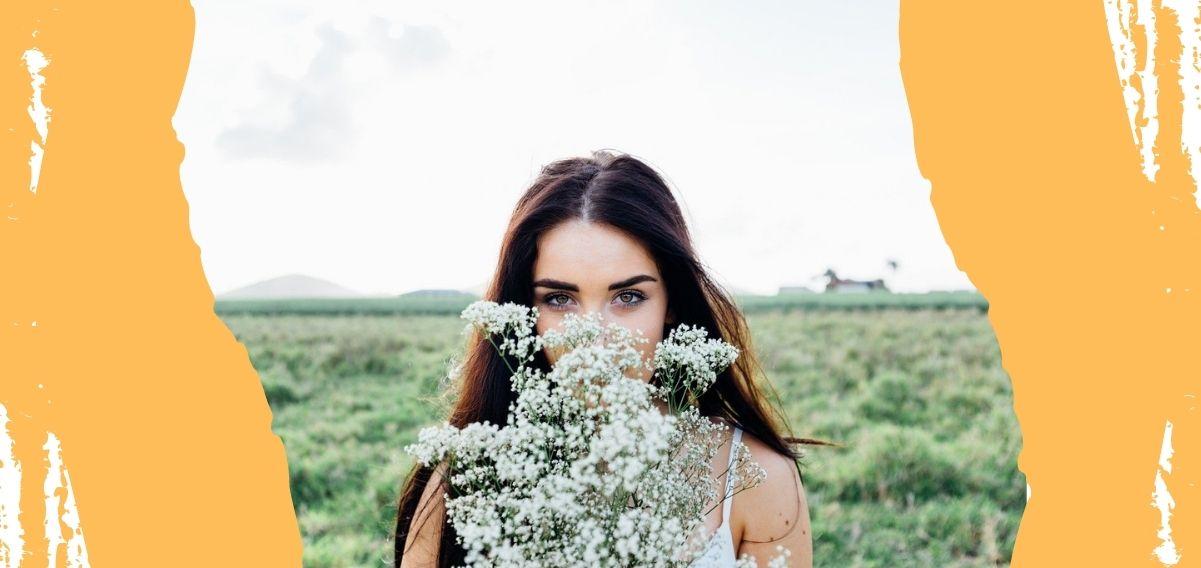 Mi piaci quando taci, la poesia di Neruda sulla bellezza di osservare la persona amata