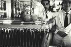 William Klein, Koffee machine and attendants